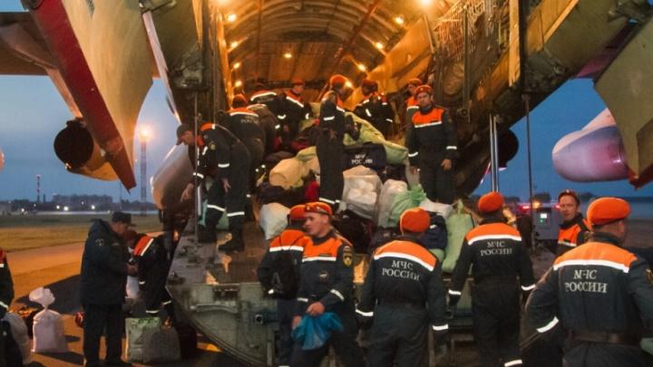 Омских спасателей вернули с тушения пожаров в Красноярском крае
