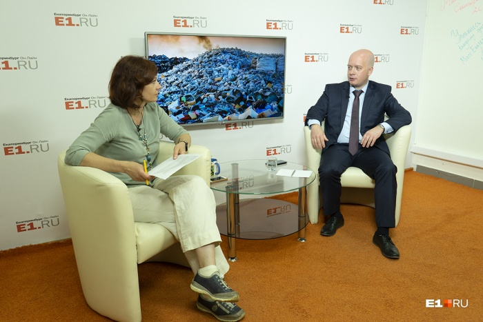 Замминистра ЖКХ Егор Свалов посоветовал по всем спорным вопросам про вывоз мусора обращаться в министерство