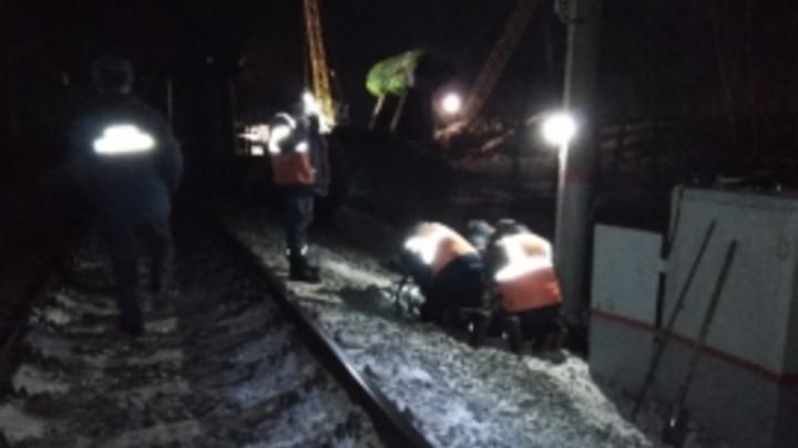 Поезда, направляющиеся в Екатеринбург, выбились из графика из-за схода грузовых вагонов под Пермью