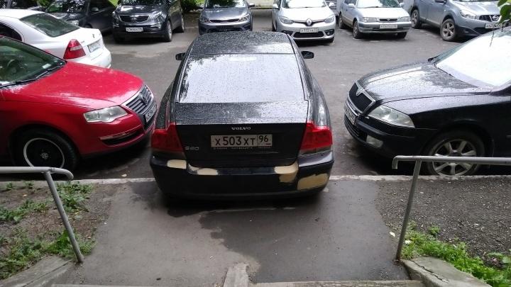 «Я паркуюсь как»: проверенный способ борьбы с автохамами на собраниях жильцов