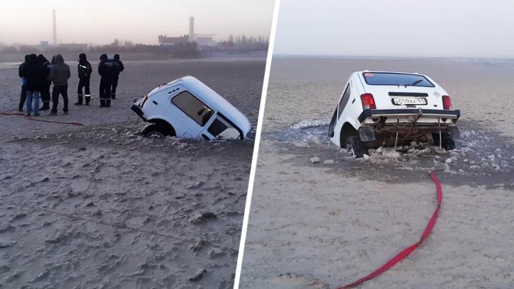 В Таганрогском заливе «Нива» провалилась под лед