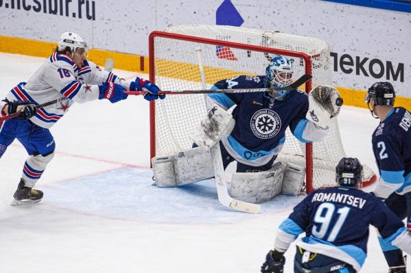 Счет открыли хоккеисты СКА в третьем периоде