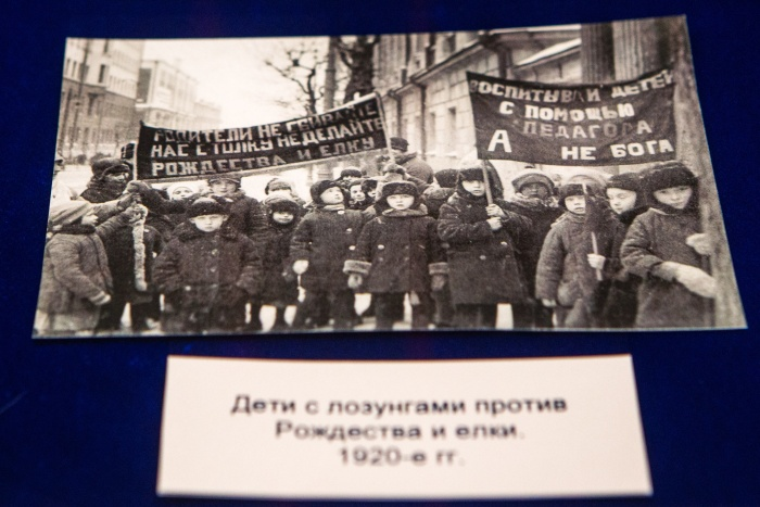 Официально рождественская ёлка была запрещена с 1929 года, но борьба с праздником началась ещё в 1924 году