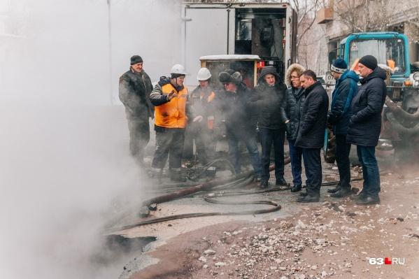 Владимир Василенко (четвертый слева) курировал ликвидацию аварии на Стара-Загоре