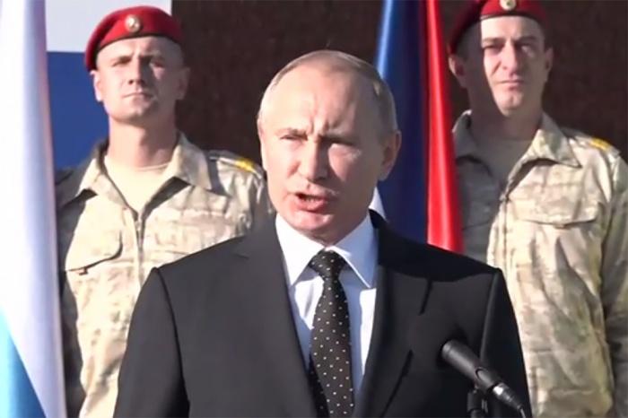 Владимир Путин выступил перед военнослужащими авиабазы в Сирии