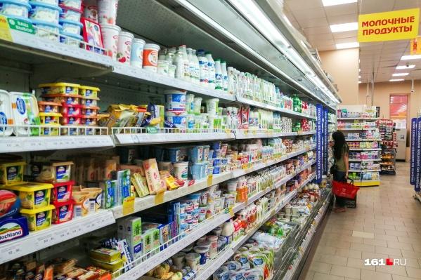 Мужчина работал охранником в продуктовом магазине