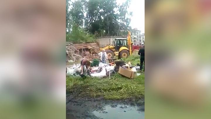 Снести всё: власти объяснили, почему снесли деревянную кладовку на ОбьГЭСе