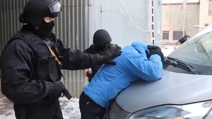 Полиция задержала вымогателей, которые сожгли четыре иномарки на Московском тракте