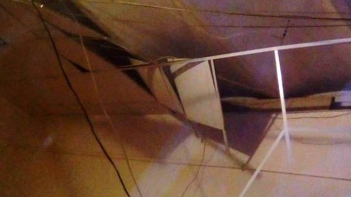 В общежитии упал потолок: коммунальщики предполагают, что в него мячом попали дети