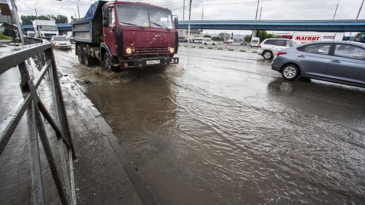 Потоп на Ипподромской: на площадь Будагова хлынула 40-градусная вода
