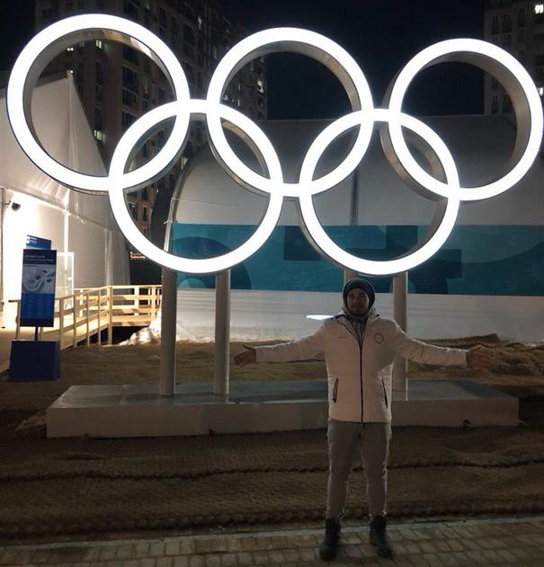 В первый вечер новосибирцы устроили фотосессию с олимпийскими кольцами