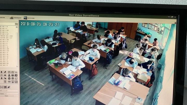 В школьных классах начали устанавливать видеокамеры