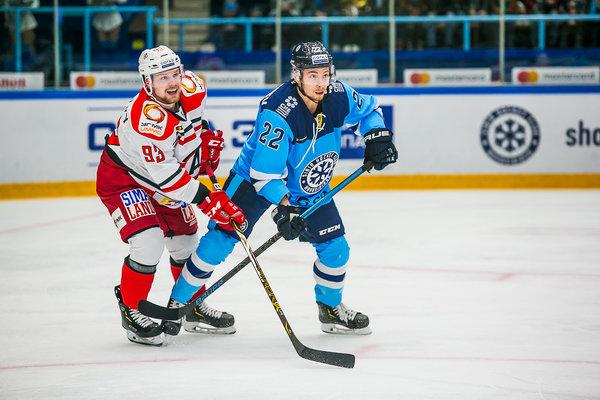 Екатеринбуржцы забили сибирякам четыре шайбы