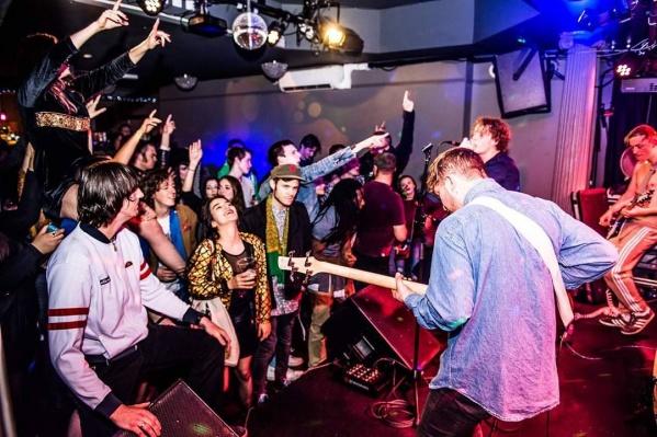 ГруппаThe Assist в Лондоне в 2017 году