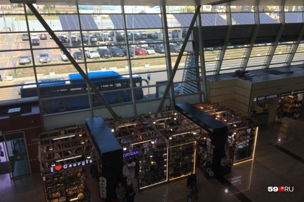 Так выглядит аэропорт Тбилиси изнутри