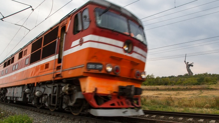 Получил взятку и «ослеп»: сотрудник железной дороги в Волгограде пустил ремонт путей на самотек