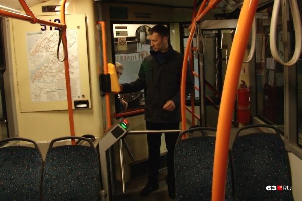 Турникетами оборудовали все 16 троллейбусов, которые курсируют по шестому маршруту