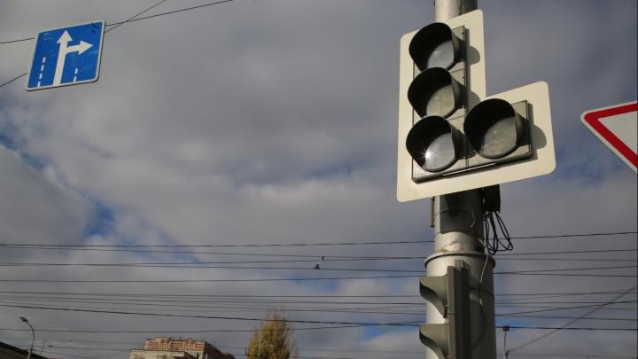 «По закону сохранения комфорта-дискомфорта»: в Волгограде после ремонта дороги потухли светофоры