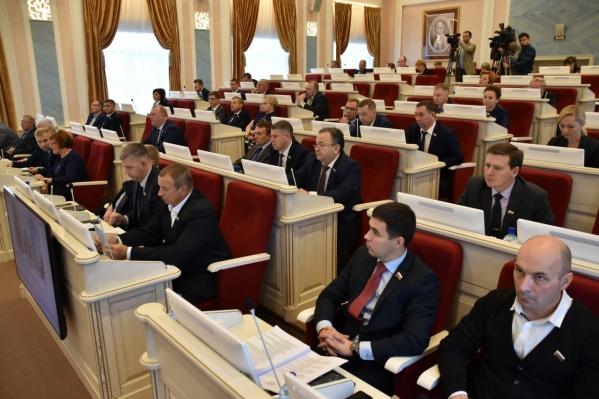 Закон могли бы принять сразу в двух чтениях, но у депутатов возникли вопросы к проекту