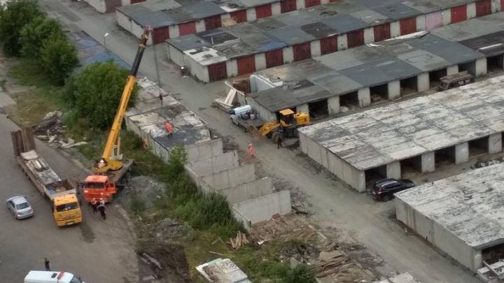 На Федорова начали сносить гаражи под строительство четырехполосной дороги