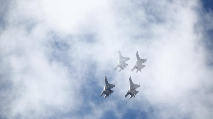 Летите, «Соколы»: пилоты устроили невероятное зрелище для сибиряков