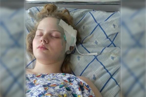 После первой операции Виталине поставили дренаж — трубку, через которую отходила жидкость