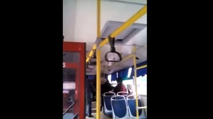 В Башкирии кондуктор заставила мужчину покинуть салон автобуса с помощью электрошокера