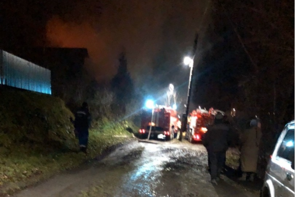 В пожаре ожоги получили женщина и 12-летняя девочка
