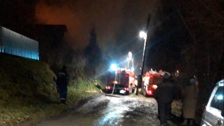 В Челябинской области в частном доме взорвалась газовая плита, пострадали женщина и ребёнок