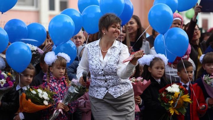 Линейки в три смены, 20 первых классов, диджей и священник: Челябинск с размахом отметил День знаний