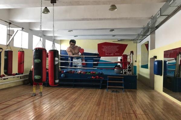 Тренировки по боксу в этом клубе проходят более сорока лет