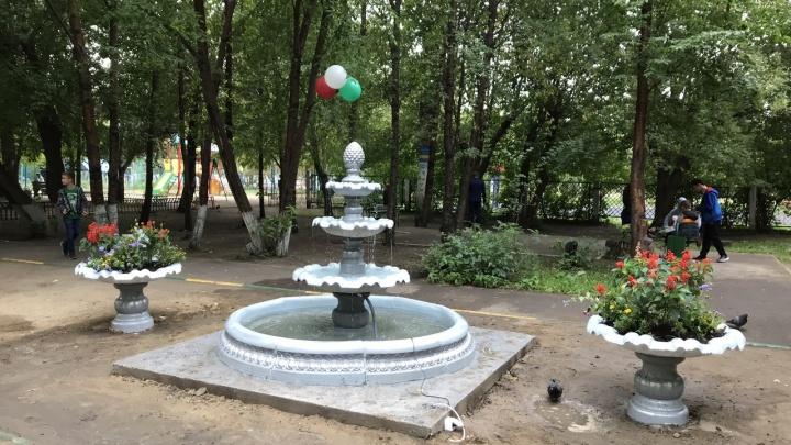 Жителям многоэтажки на Металлургов поставили фонтан во дворе к юбилею дома