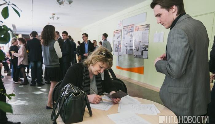 Три школьника сдают один из популярных предметов по ЕГЭ дома