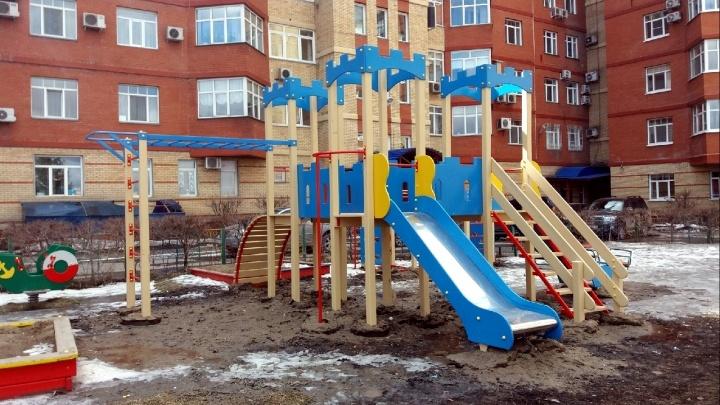 Грязные игры: смотрим на «благоустроенные» площадки и спрашиваем у подрядчика, что с ними не так