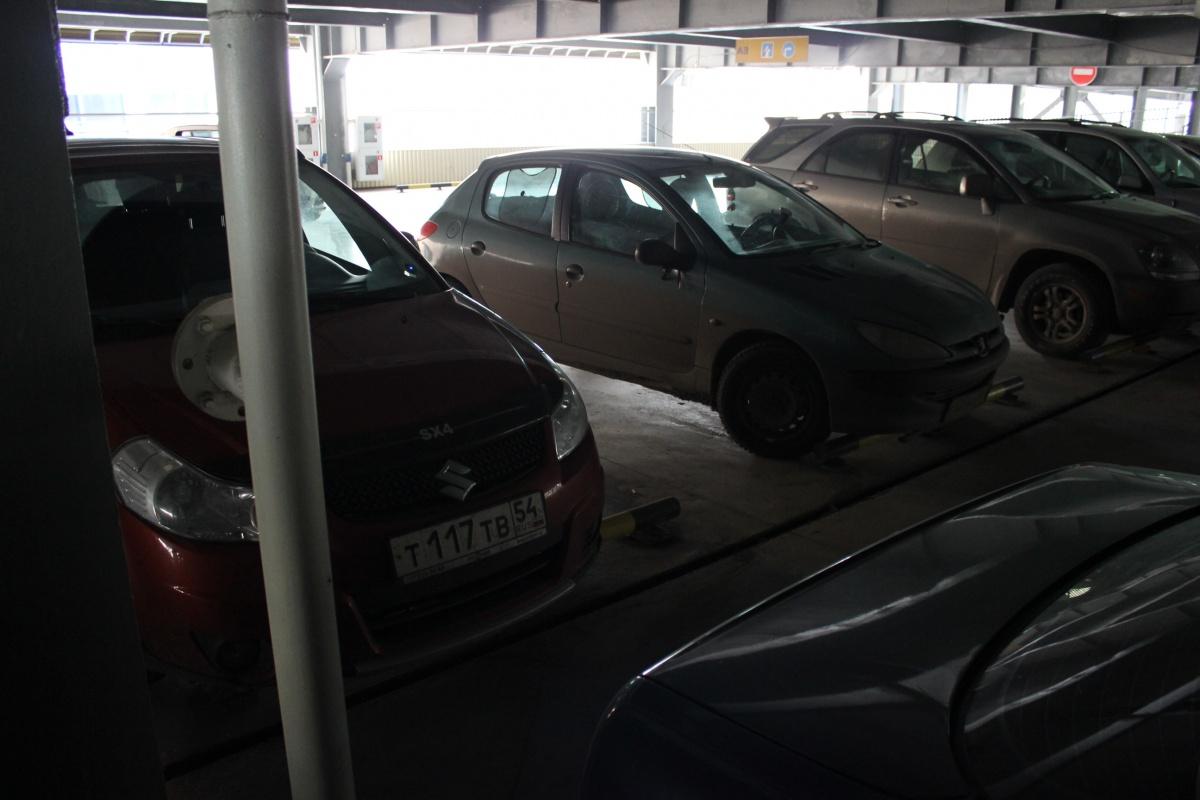 Три сотни новосибирцев стали хозяевами парковочных мест с начала года