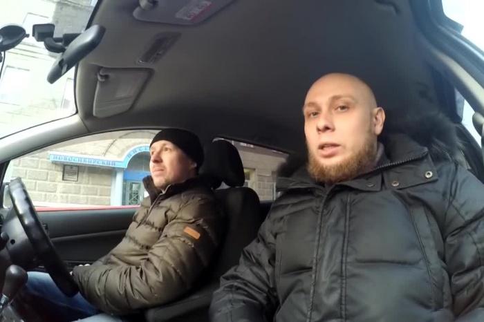 Авторы канала «Новосибирский»сняли очередное видео про скандальную парковку со шлагбаумами в центре города