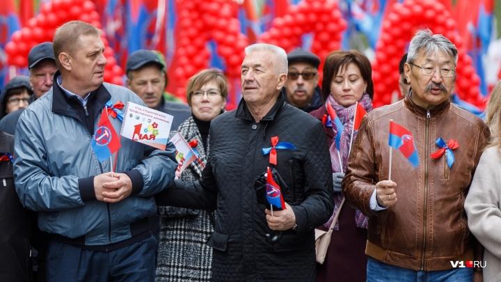 «Задирая плату, не забывайте про зарплату»: волгоградцы 1 Мая потребовали отмены пенсионной реформы