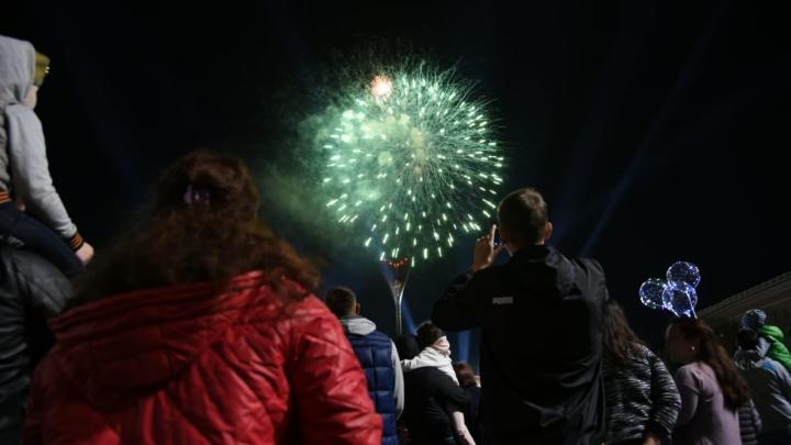 Салют Победы: показываем, как завершился в Ростове праздничный день