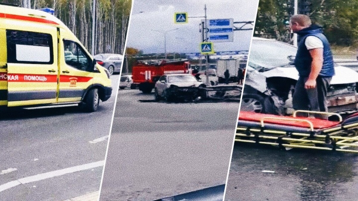 Распилили машину, чтобы достать человека: на Ялуторовском тракте столкнулись Honda иPorsche