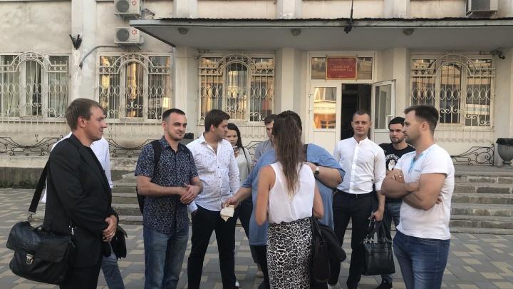 Скандальная стычка с полицейским на площади Куйбышева обернулась для депутата штрафом