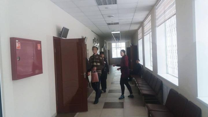 Суд отпустил домой математика из Екатеринбурга, которого бывшая жена обвинила в домогательствах к дочери