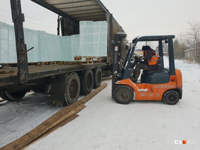 В Москву уедут пять фур со льдом