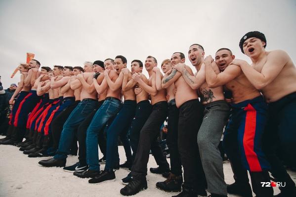В этом году праздник собрал на главной площадке в Заречном парке сотни горожан