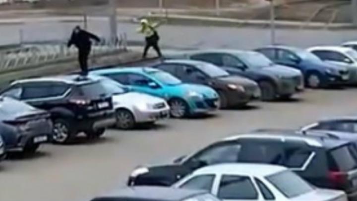 Полиция займётся мальчишками, которые устроили скачки по машинам