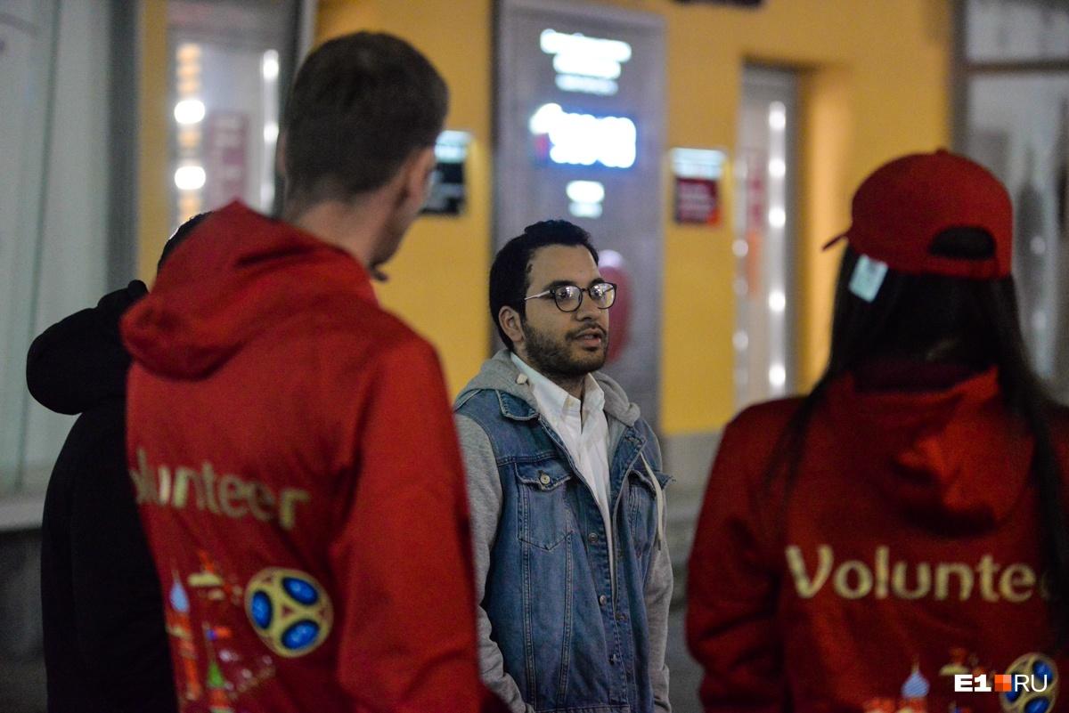 Волонтеры ответили, что ему придется подождать до утра