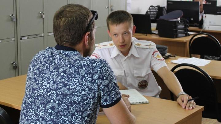 «Хотел научить»: отец катал 5-летнего сына на коленях в «Мерседесе» и получил штраф