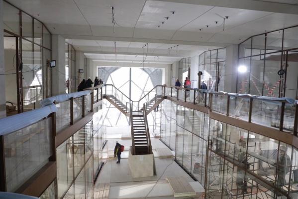 Достроить штаб-квартиру по проекту британского бюро знаменитого архитектора Нормана Фостера должны в 2019 году