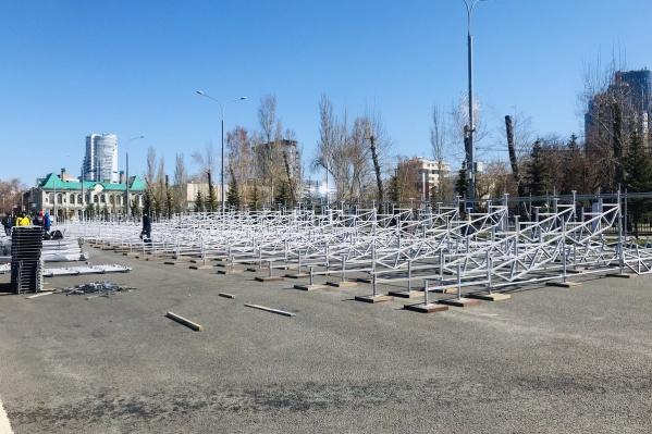 1 мая на трибунах будут ждать всех желающих полюбоваться демонстрацией