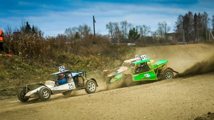Лучший способ отметить День автомобилиста: в Берёзовском прошёл этап чемпионата по автокроссу