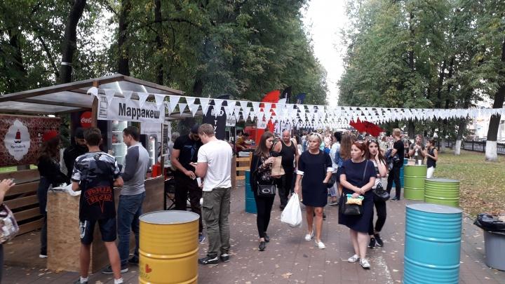 Детское пиво и кукуруза на углях: в центре Ярославля открылся уличный маркет местной еды. Цены